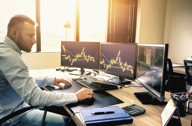 What are the disadvantages of day trading?
